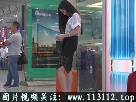 奇葩学校禁止女学生穿内衣,内裤必须纯白色,老师当众掀裙子检查