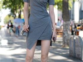 街拍客摄影:白色皮靴美女,除了靓丽,还是靓丽