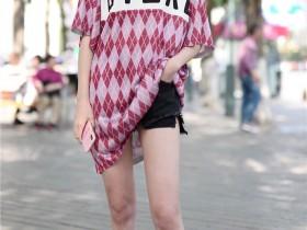 街拍美女超紧身齐B小短裤 下体形状大量外露
