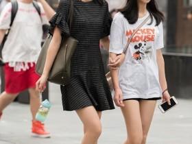 九阳街拍年轻美女:亭亭玉立的美女,衬托优美的线条!