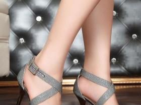 赤足者穿在脚上穿俗气的高跟鞋,多半没有气质,