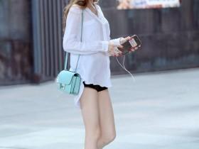 街拍: 紧身包臀裙的独特设计, 让美女看起来时尚性感