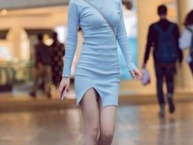街拍: 柳腰美女穿浅蓝包臀裙, 为啥用伞遮住身边男人脸?