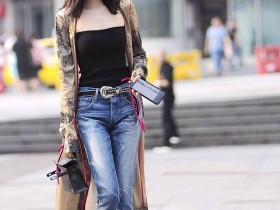 街拍美女:打扮有时尚风采的美女,这是要把街头当T台来走吗?