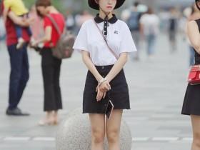 街拍美女:美女这样穿搭,不但很有个人气质,气场更是满满的散发