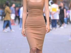 街拍美女:紧身裤美女,入秋以来,又是一个性感的季节,性感时尚