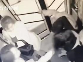 离异男公交车上猥亵两名女子 被14岁女生