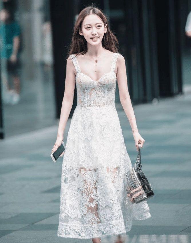 启明星原创摄影 :美女身板虽然小,但贵在真实街拍!