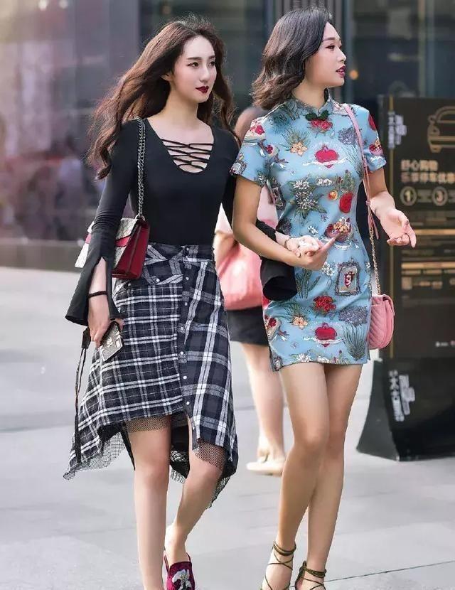 很早就有个习惯,在逛街的时候观察一下身边走过的美女。