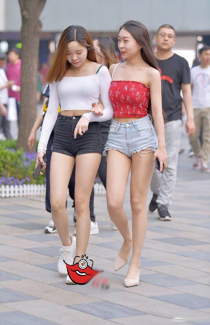 质美丝街拍:日常约会出街,交流论坛都很适合穿热裤!