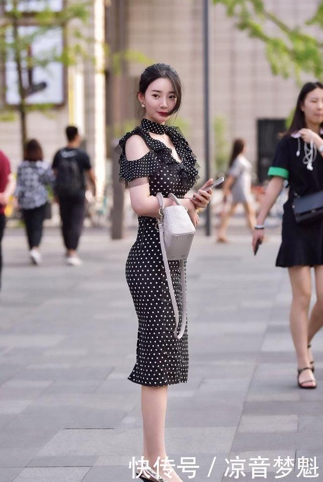 美女街拍:迷人气质靓丽的个性独特的美女,回头率十足!