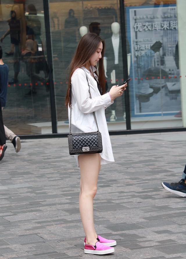 夏天女生会穿丝袜吗?会不会黏糊呼
