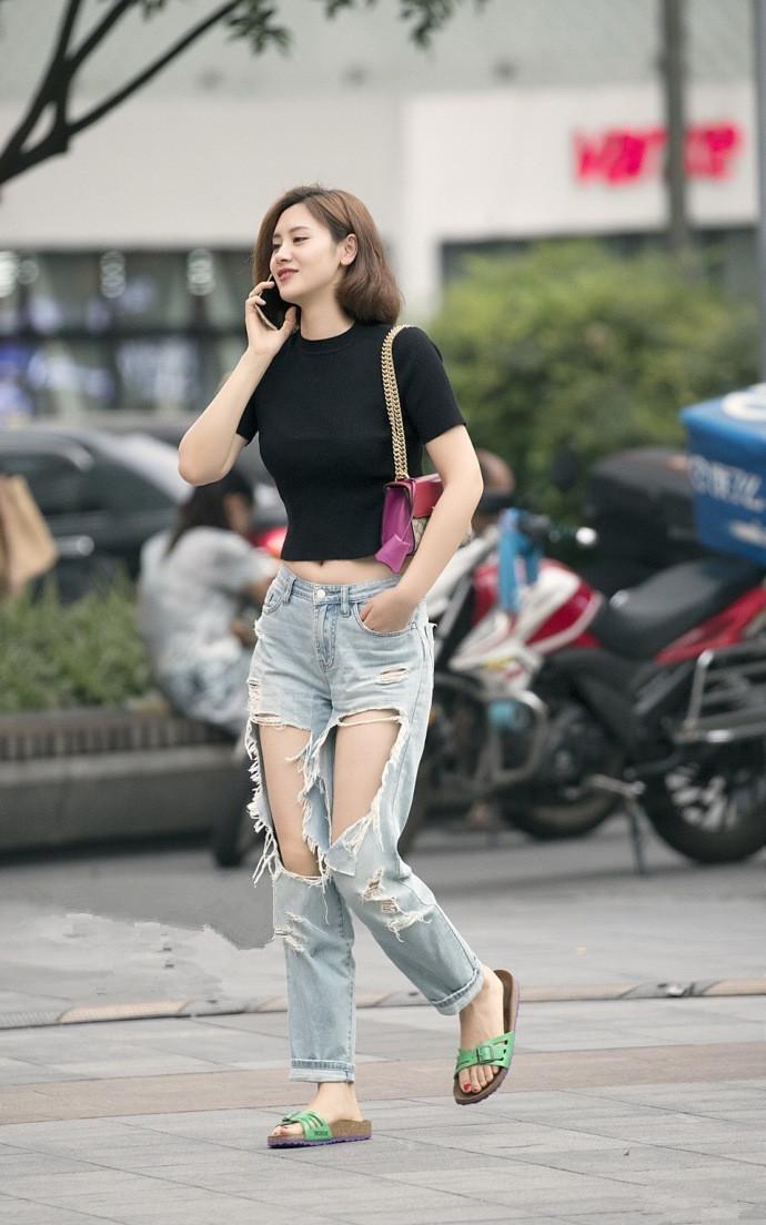 街拍第一站的美女:穿衣时尚不够,技巧来凑